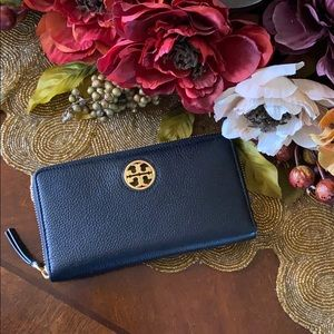 Tory Burch Carson leather zip wallet 🌹